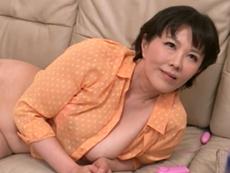ダイスキ!人妻熟女動画 :継母のオナニーを覗いてるのがバレて、怒られると思いきや誘惑され… 円城ひとみ