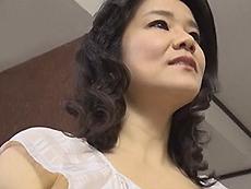 熟女ストレート :何年もSEXしてない欲求不満の四十路人妻がオイルマッサージに濡れる! 佐山すみれ