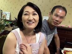 ダイスキ!人妻熟女動画 :下町の洋食屋の五十路のおばさんが弟に勧められてAV出演w 柚木しほ