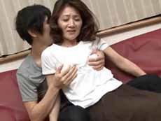 ダイスキ!人妻熟女動画 :キレイな五十路母が息子の肉棒にワナワナと肉体を震わせ狂喜する!