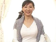 ダイスキ!人妻熟女動画 :五十路の割に若々しい現役介護士の奥さんが世の男性のためにとAV出演!