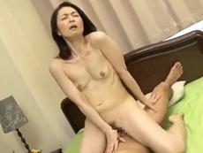 ダイスキ!人妻熟女動画 :息子との禁断セックスで高速グラインドでイキ果てる五十路母! 麻生千春