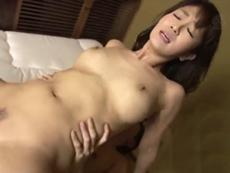 キレイな人妻熟女動画 :キレイな母の友人を痙攣してイクまでガン突きする息子! 大島優香