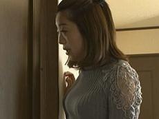 熟女ストレート :彼女の家に行ったら、彼女の目の届かないところでオッパイの大きい彼女の母親が迫って来た!