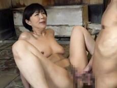 ダイスキ!人妻熟女動画 :混浴温泉で近所の奥様と二人きり…なし崩し的にセックスしちゃった俺w 円城ひとみ