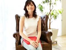 キレイな人妻熟女動画 :めっちゃキレイなのにベロチュー大好きなどエロ三十路妻がAVデビュー!