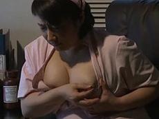 熟女ストレート :忙し過ぎて欲求不満の豊満オバサン看護師が患者さんを誘惑してセックス三昧!