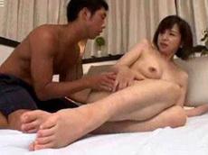 人妻会館 :【神崎久美】 お母さんおま●こ丸見えだよ!糸を引いているよ!