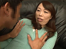 ダイスキ!人妻熟女動画 :ガリガリで貧乳黒乳首の五十路母が熟女キラーの息子の友人に寝取られる! 山崎澄代
