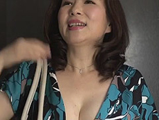 熟女ストレート :夫婦喧嘩で家出して来た嫁の母。胸元がエロ過ぎる四十路の巨乳義母に僕はもう… よしい美希