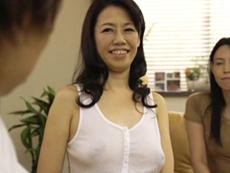 ダイスキ!人妻熟女動画 :お母さんの友達の五十路おばさんがノーブラで迫ってきたので、いただいたった 長嶋みどり