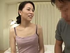 キレイな人妻熟女動画 :おふくろの親友のキレイな四十路のおばさんと一夜限りのシークレット・セックス 井上綾子