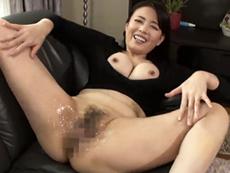 キレイな人妻熟女動画 :四十路の美熟女がグチョ濡れマ◯コを見せつけて若者を誘惑セックス! 三浦恵理子