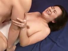 キレイな人妻熟女動画 :四十路のヨガインストラクターが超高速ピストンに絶叫&朦朧イキ! 栗野葉子