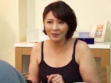 キレイな人妻熟女動画 :初めて見るデカチンに驚き、忘れられなくなる四十路妻! 円城ひとみ