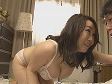 熟女ストレート :四十路熟女の優しくてドスケベな友達の巨乳お母さん! 桐島美奈子