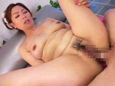 ダイスキ!人妻熟女動画 :四十路美熟女のソープ嬢がマットプレイでおじさまをイカす! 翔田千里
