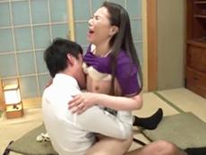 ダイスキ!人妻熟女動画 :週末になると夫の部下と不倫セックスにいそしむスレンダー四十路妻!