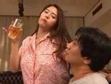 人妻会館 :【めぐり】 お風呂上がりのお酒最高ね!ムラムラしてきたわ!