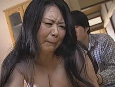 熟女ストレート :卑猥過ぎる豊満爆乳ボディの妻の母親(四十路義母)に欲情する娘婿。 杉原えり