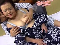 熟女ストレート :豊満巨乳の六十路熟女と旦那のおしどり夫婦が温泉旅館で超久々のセックス!