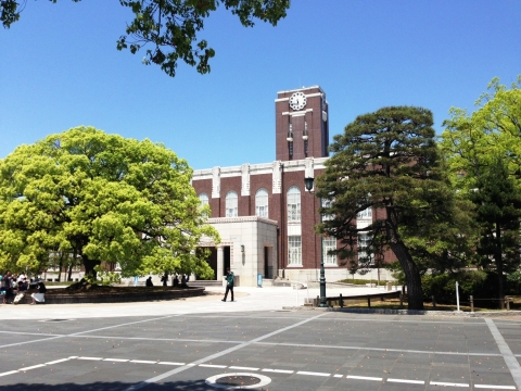 Kyoto_University_Clock_Tower.jpg