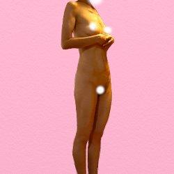 全裸で手をお腹の上に置いて斜め横に向かって立っている