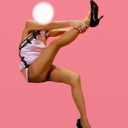ピンクのチャイナドレスで片足を両手で持って上に上げて座っている