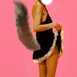 黒いメイド服で振り向きながら少しスカートをまくり上げている後ろ姿に尻尾が出ている