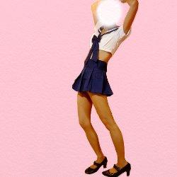エロセーラー服で両腕を上に上げて立っている姿