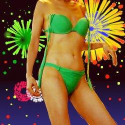 夜景に花火をバックに緑色のビキニを着ている