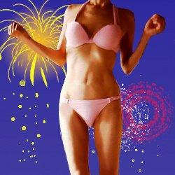 花火の夜景をバックにピンクのビキニを着ている