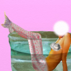 人魚が透き通った水の入れ物に入っている