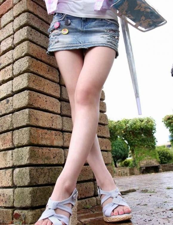 デニムスカート履いてる女の子のエロスがハンパないwwwwwww【画像30枚】01_2017100901260193e.jpg