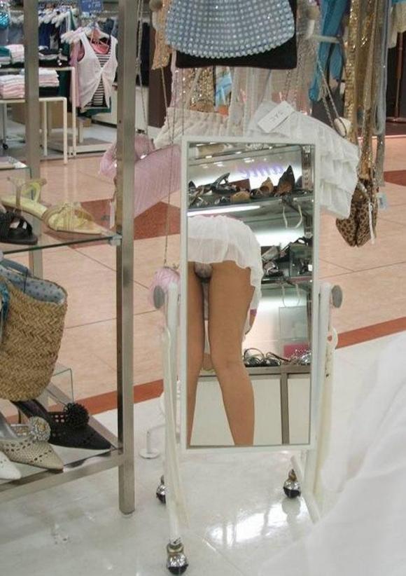 鏡を使ったパンツ丸見え写真がけっこー有能wwwwwwwwwwwwwwwwwwwwww