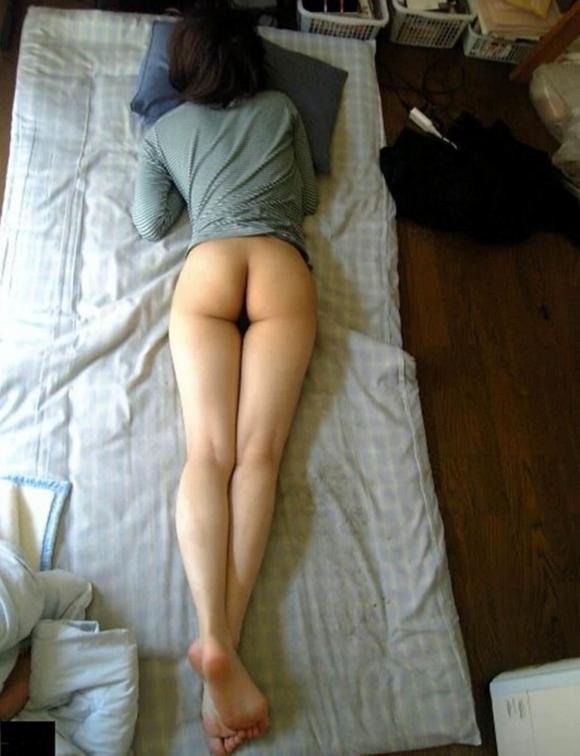 プリケツ出して寝てる女の子に飛びかかりたいwwwwwww【画像30枚】01_20171102015740ccf.jpg