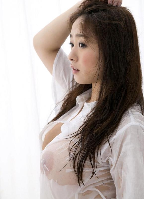 服が濡れて乳首が透けて見えてる様子がエロいwwwwwww【画像30枚】03_201510250001316b1.jpg