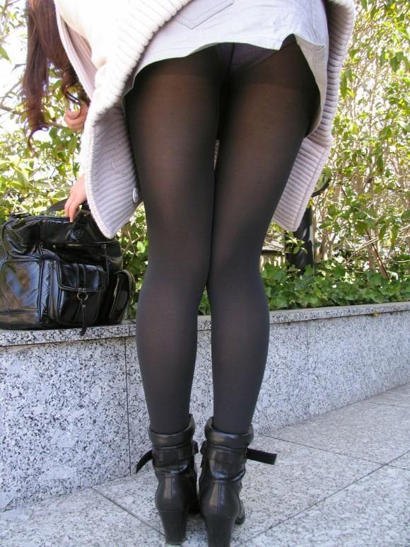 冬ならではの黒タイツや黒ストッキングからのパンチラがエロいwwwwwww【画像30枚】