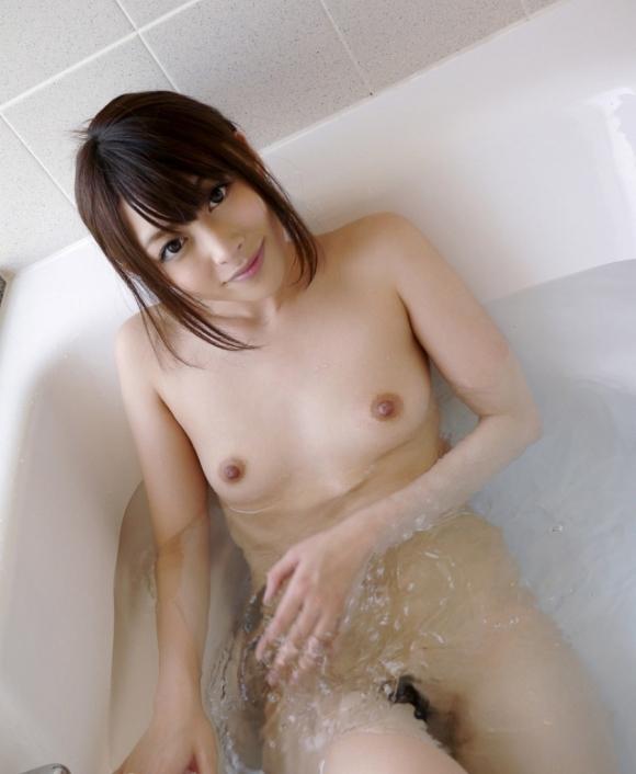【入浴中】お風呂に浸かってる女の子って一層エロく見えるから好きなんだなぁ〜wwwwwww【画像30枚】