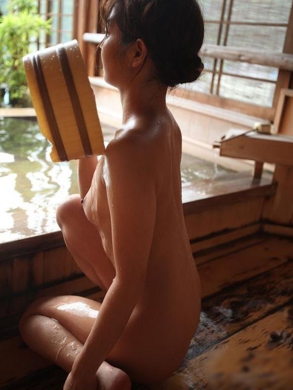 【入浴中】お風呂中の女の子がめっちゃ妖艶でエロいwwwwwww【画像30枚】01_20180509021407424.jpg