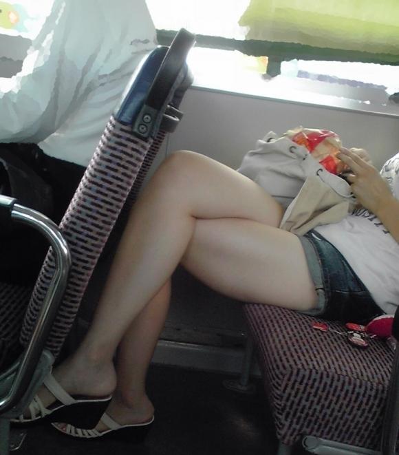 暑くなってきて生太ももを拝める服着る女の子が増えてハッピーwwwwwww【画像30枚】