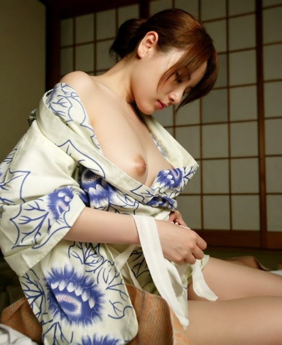 日本人なら絶対好きな和服のエロ画像wwwwwww【画像30枚】01_2018052900471242f.jpg