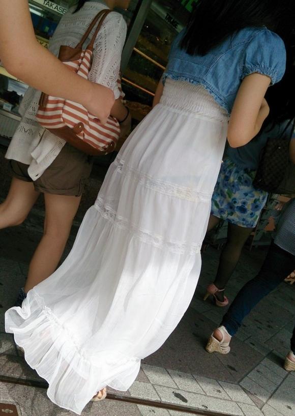 暑いからってパンツ透けるスカートで外出しちゃダメだってwwwwwww【画像30枚】01_20180601004600600.jpg