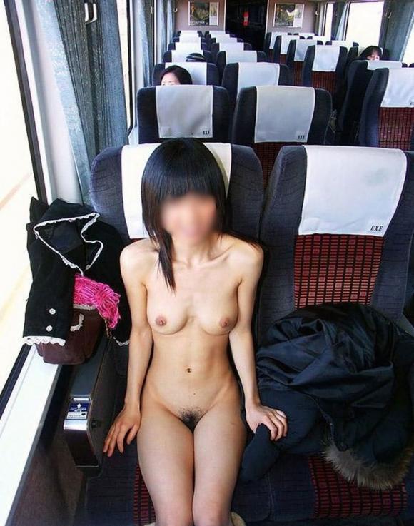 駅や電車で露出してる変態女が増殖中wwwwwww【画像30枚】01_20180705182456a3b.jpg