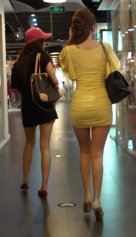 パツパツのタイトスカートからのおしりがエロい!【画像30枚】01_2018080523514780a.jpg