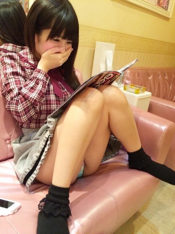 可愛い女の子の座りパンチラとか最高すぎるwwwwwww【画像30枚】01_201809091654085c2.jpg