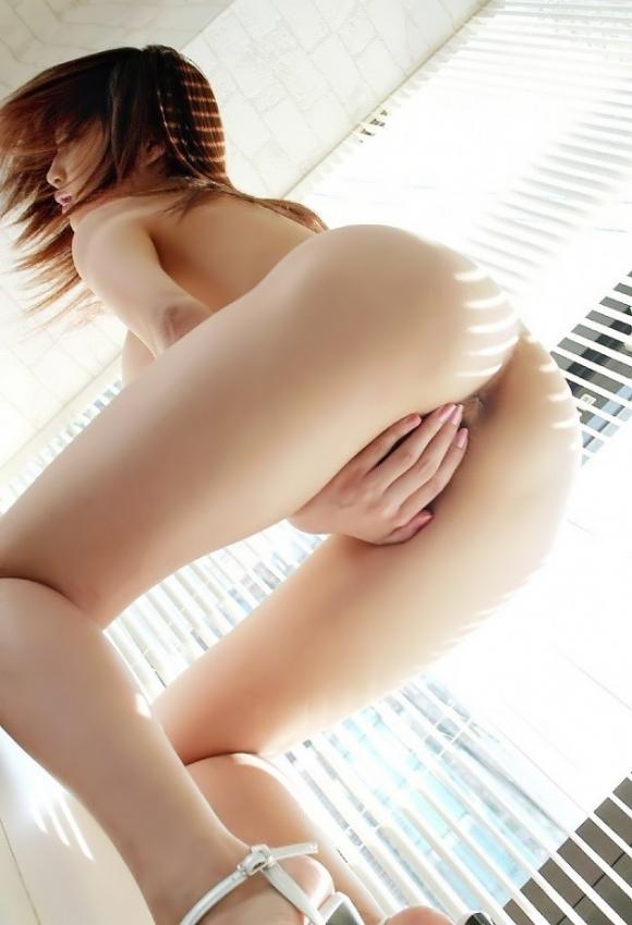 恥ずかしいからっておまんこを手で隠してる女の子wwwwwww【画像30枚】01_20180913154744b6a.jpg