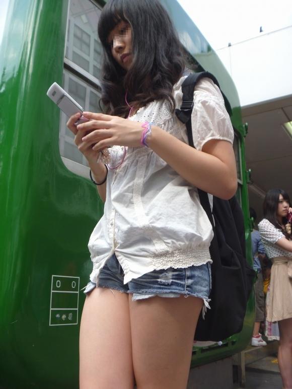 デニムスカート履いてる女の子のエロスがハンパないwwwwwww【画像30枚】02_20171009012601e26.jpg