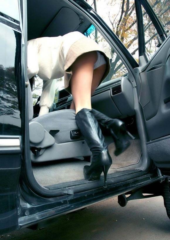 車から乗り降りする時のパンチラが多すぎるwwwwwww【画像30枚】02_20171226023339e8d.jpg