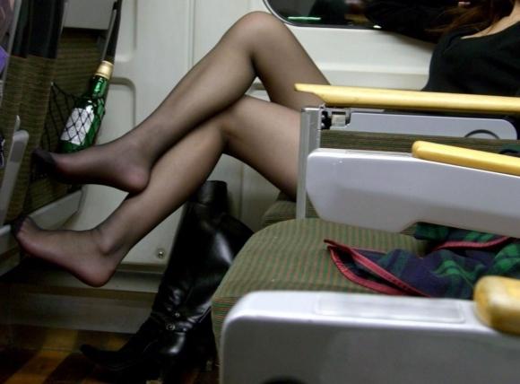 黒パンストを履いた脚がくっそエロいwwwwwww【画像30枚】02_201801310044058ea.jpg